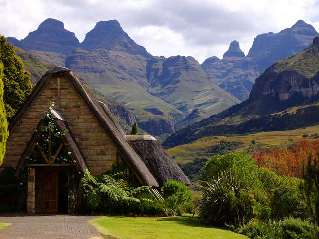 Cathedral Peak Is A 4 Star Family Hotel In The Drakensberg Mountains Rates Include Breakfast